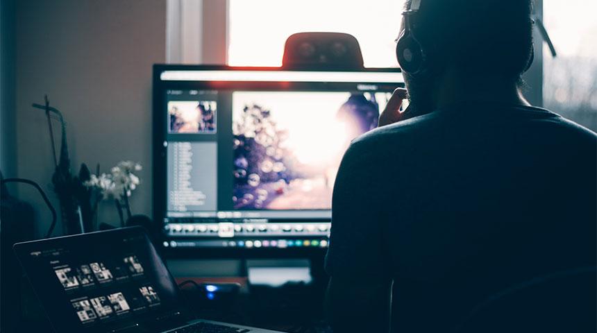 PostImage-The7BestAdobePhotoshopLightroomCheatSheetsof2018-UsingComputer.jpg